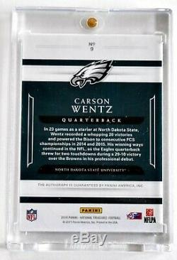 Carson Wentz 2016 National Treasures /25 On-card Auto Eagles Rookie Bison